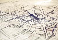 Ein selbst gezeichneter Berliner Stadtplan als Tischdecke - Joa Herrenknecht