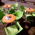 Tee trifft Stoff - neue Sitzpolster in eigenem Logo Stoff bei Tee Lichtenrade